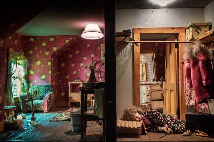 Nutshell_Studies_of_Unexplained_Death,_Red_Bedroom